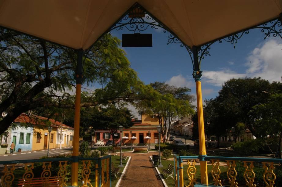 Em Corpus Christi, um evento religioso que tornou a cidade famosa, os moradores lotam as ruas do centro com flores e serragem.