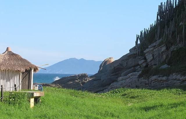 """UMA""""http://viajeaqui.abril.com.br/estabelecimentos/br-rj-buzios-atracao-das-caravelas"""" rel =""""Praia de caravelas"""" objetivo =""""_vazio""""> Praia das Caravelas sim  localizado em uma zona de proteção ambiental.  Pequeno, tem um mar verde e agitado, não é adequado para crianças"""" class=""""lazyload"""" data-pin-nopin=""""true""""/></div> <p class="""