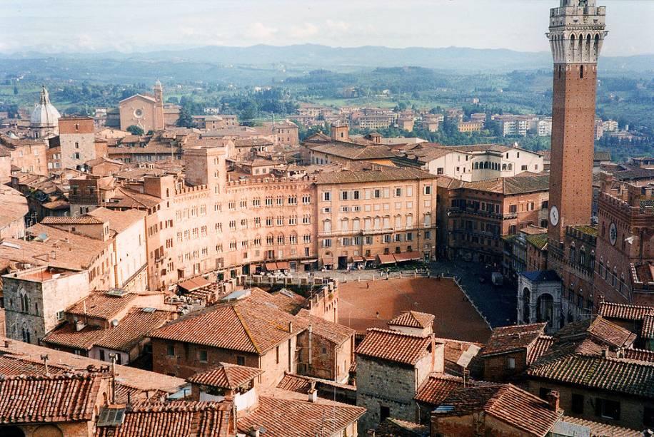 A Piazza del Campo em forma de leque é uma das mais belas e originais de um país onde não faltam praças incríveis
