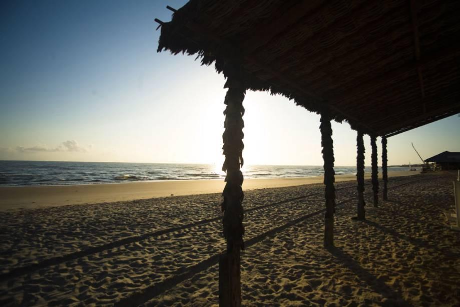 Pôr do sol na praia de Canoa Quebrada.
