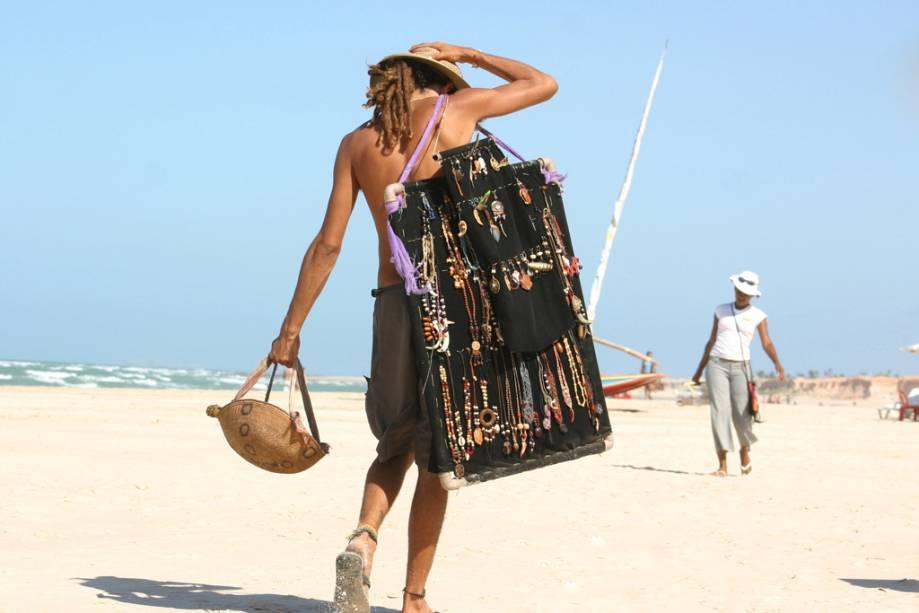 Retiro hippie por muito tempo, na praia de Canoa Quebrada no Ceará, hippies sempre rondam vendendo artesanato
