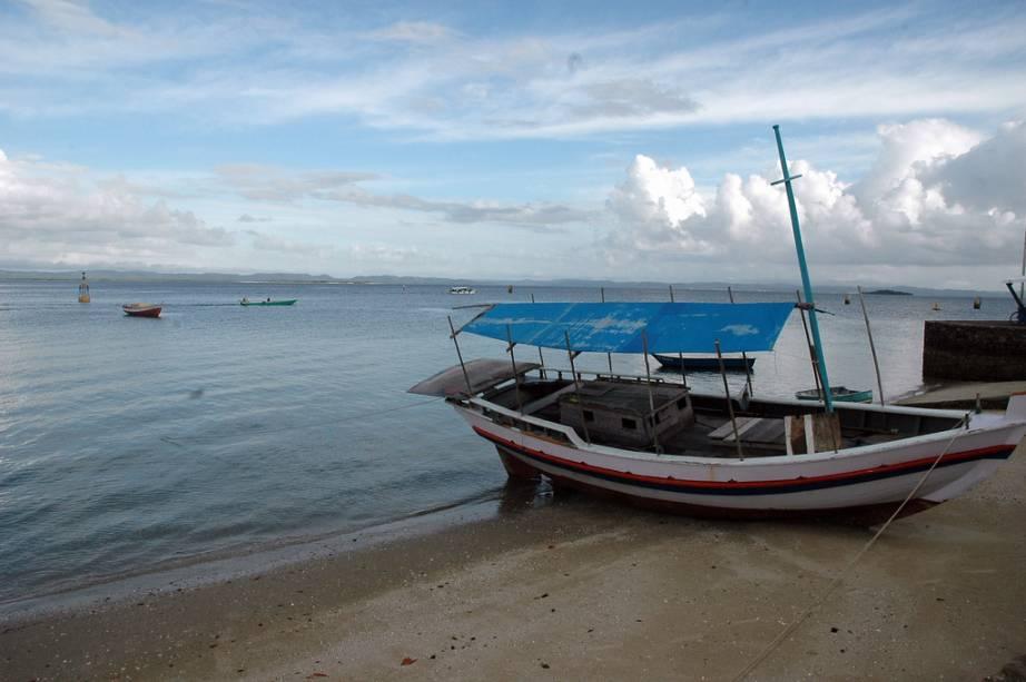"""Uma das opções de passeio é de barco pela chamada área """"Pantanal baiano"""" Pelos manguezais do rio Jaguaripe, praias isoladas e nascentes de água doce"""