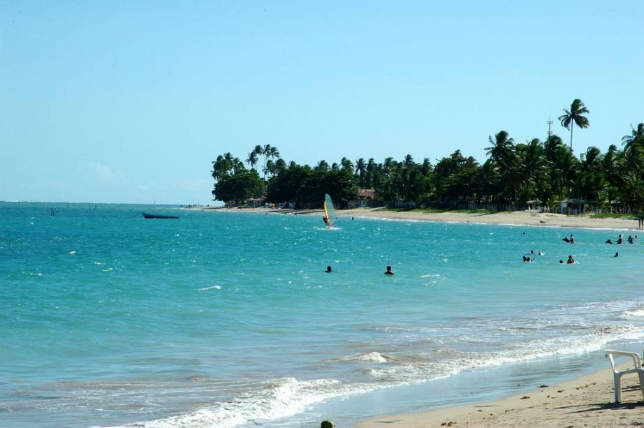 O mar calmo e o recife de coral da Barra do Gil facilitam a pesca e o mergulho de polvos e lagostas