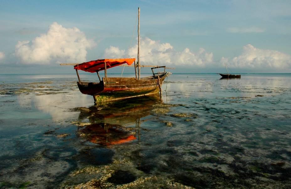 O arquipélago de Zanzibar é uma região semi-autônoma da Tanzânia e foi domínio português por quase dois séculos durante a Idade dos Descobrimentos.