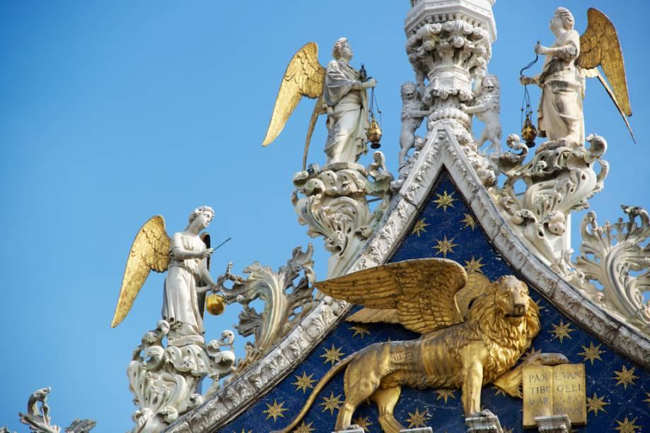 Detalhes da fachada da Basílica de São Marcos
