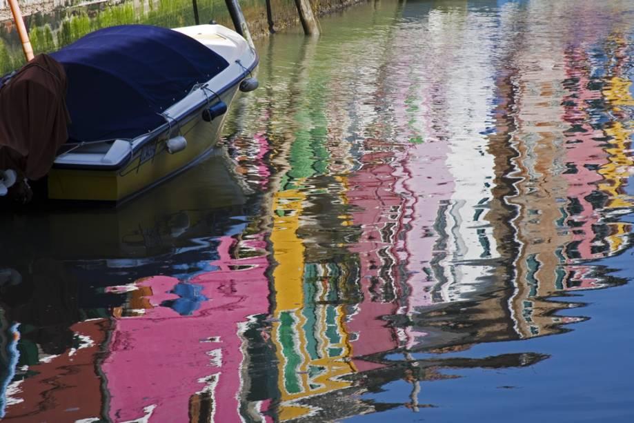 Murano, uma ilha a menos de 2 km ao norte de Veneza e acessível por vaporetto, é famosa por seu vidro artístico