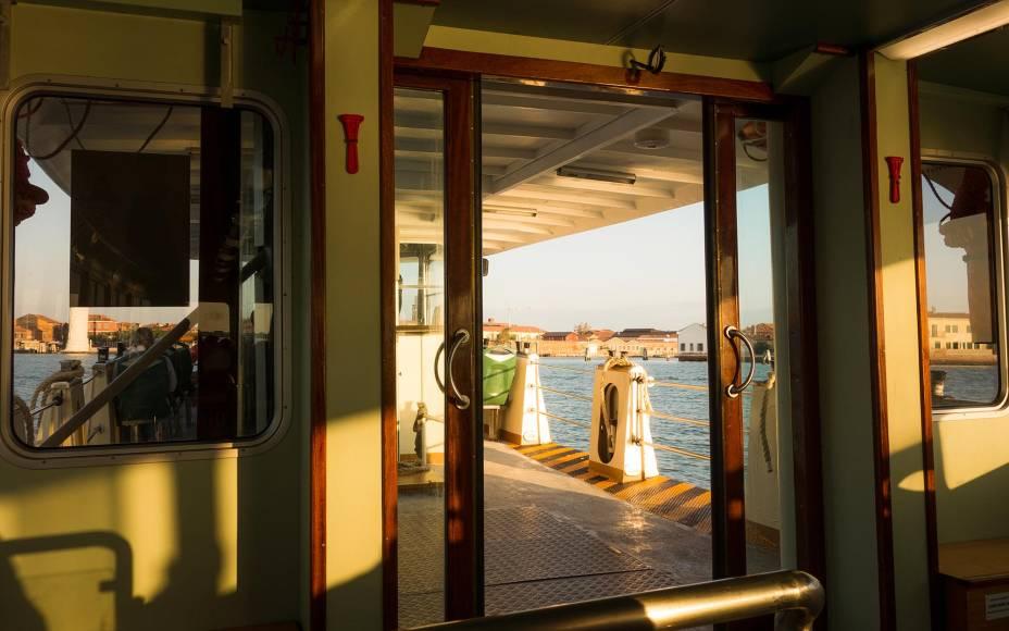 O vaporetto é um dos meios de transporte no Grande Canal, principalmente se você tem uma longa distância a percorrer em pouco tempo.