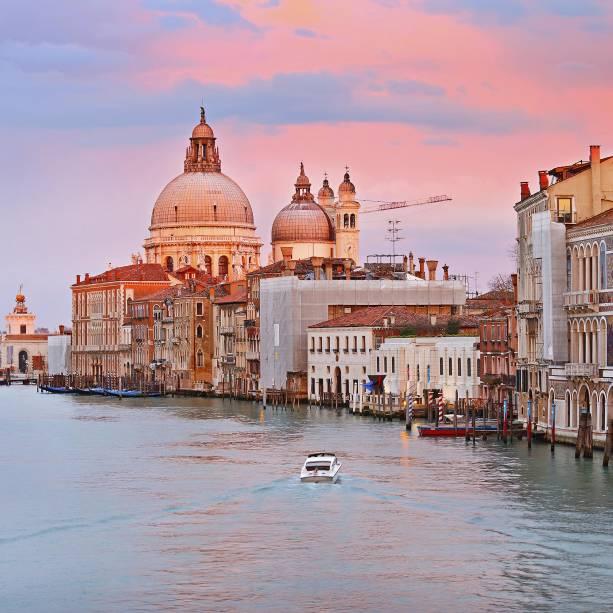 O Grande Canal de Veneza, ainda mais dramático ao pôr do sol