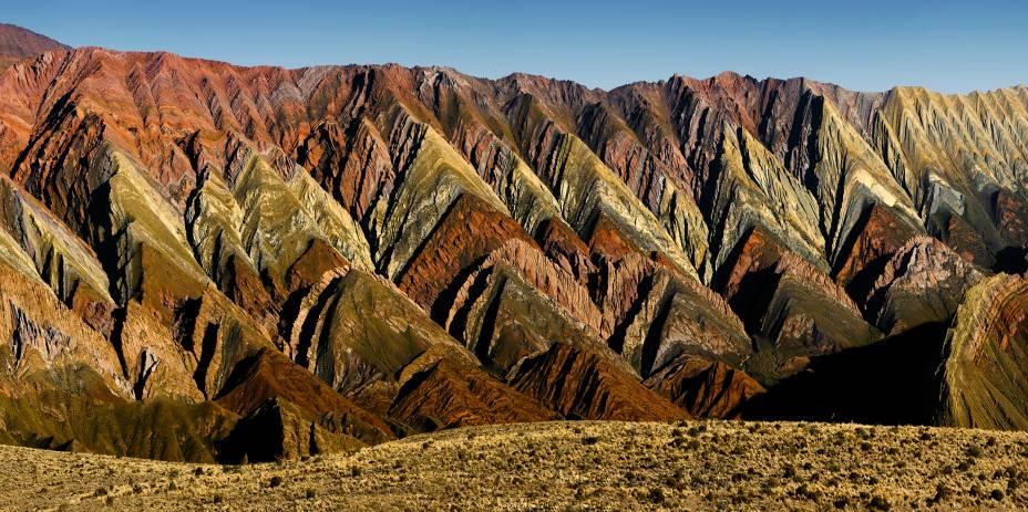Ao norte de Salta, na pequena cidade de Jujuy, está a Quebrada de Humahuaca, um vale cercado por montanhas coloridas que fazia parte do cenário da Trilha Inca há milhares de anos e agora está na lista do patrimônio natural da UNESCO