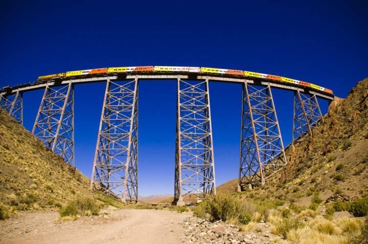 """a <em>Nubes train</em> é um dos passeios mais populares para os visitantes de Salta"""" class=""""lazyload"""" data-pin-nopin=""""true""""/></div> <p class="""