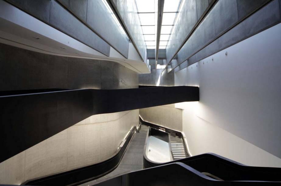 O Maxxi (Museu Nacional das Artes do Século 21), projetado pela premiada arquiteta anglo-iraquiana Zaha Hadid, tem alas dedicadas à arte e arquitetura, mas nas salas de exposição também há espaço para cinema e fotografia