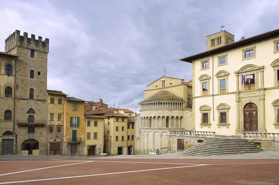 """Piazza Grande em Arezzo - um dos """"Pontos"""" a cidade que foi cenário do filme de 1997 <em><noscript><img data- src="""