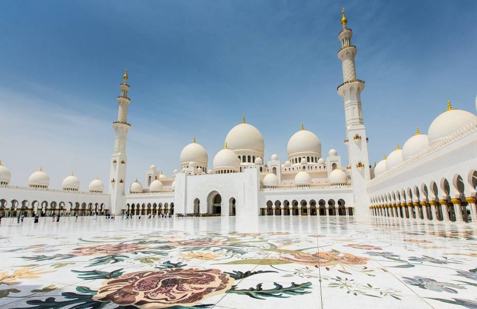 """A Mesquita Sheikh Zayed é """"alimentado"""" através de toneladas de mármore branco puro"""