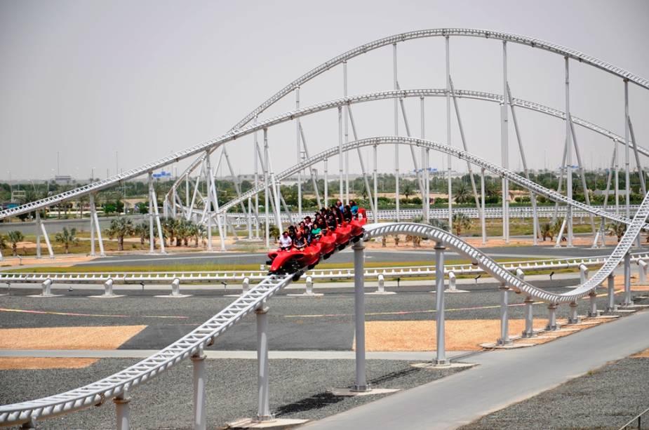 Fórmula Rossa, a montanha-russa mais rápida do mundo: as carruagens chegam a 240 km / h em menos de cinco minutos