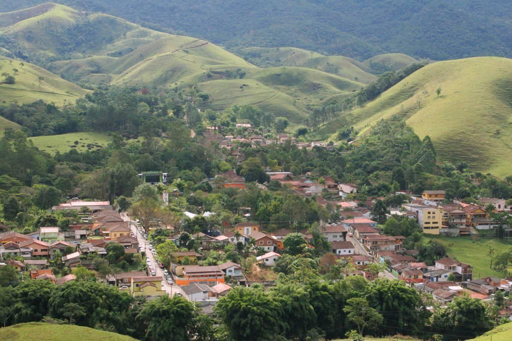 O difícil acesso de São José dos Campos por uma estrada sinuosa esconde o bairro