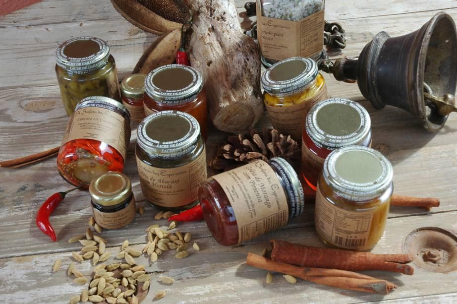 As geleias, chutneys e aperitivos Senhora das Spices são feitos com bons ingredientes locais.