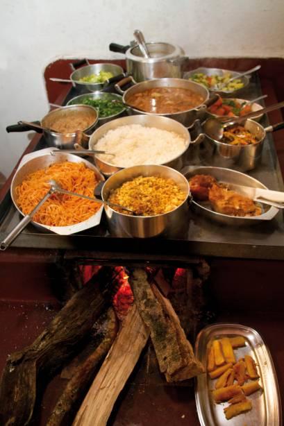O fogão a lenha é um elemento recorrente nos restaurantes de Gonçalves