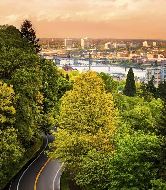 Siga o verde e você chegará à capital de Oregon e suas 12 pontes sobre o rio Willamette