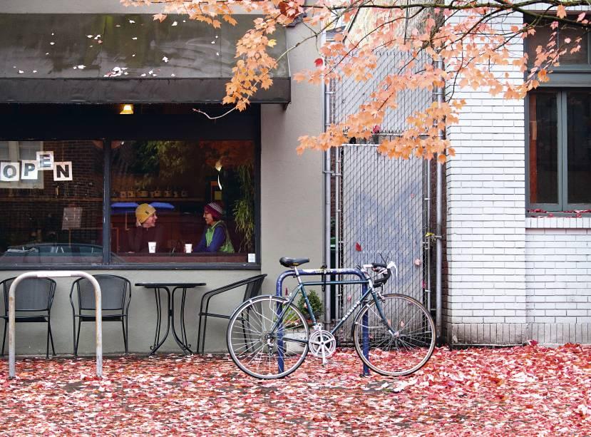 No outono, é bom dar um passeio de bicicleta até um dos 900 cafés de Portland