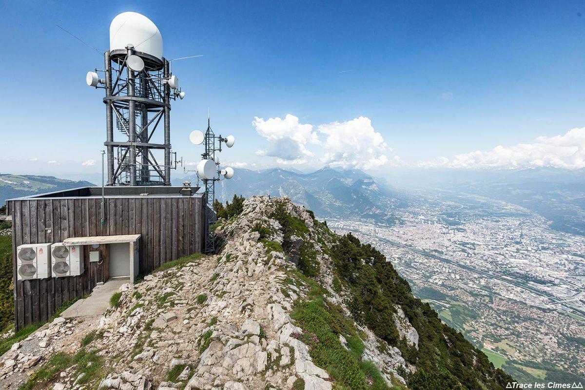 Radar no topo de Moucherotte e vista de Grenoble