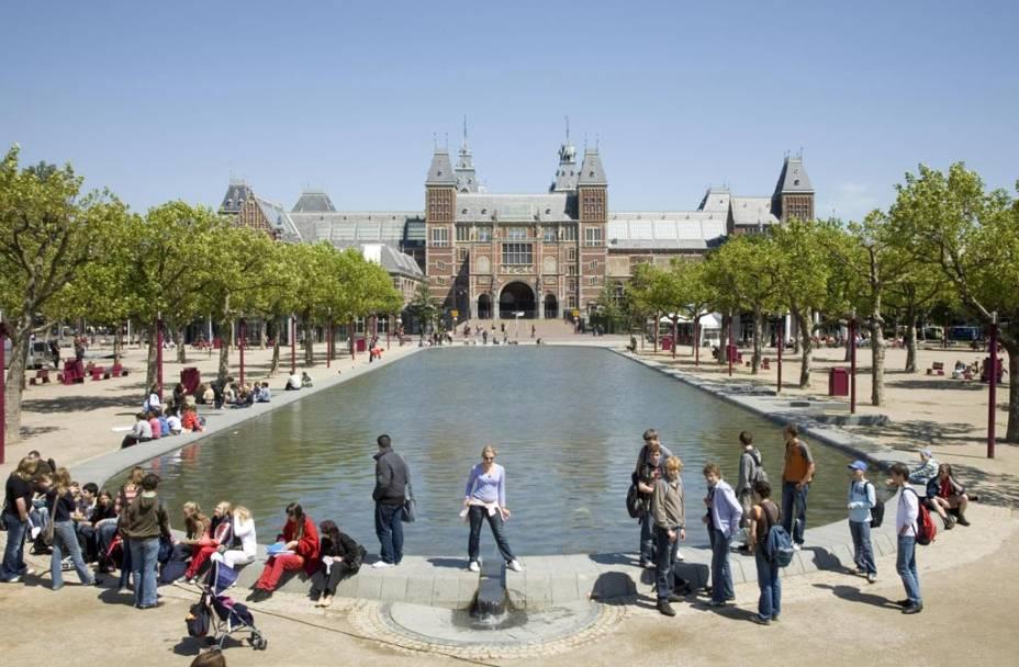 """A maior coleção de arte da Holanda é""""http://viajeaqui.abril.com.br/estabelecimentos/holanda-amsterda-atracao-rijksmuseum"""" rel =""""Rijksmuseum"""" Objetivo =""""_vazio""""> Rijksmuseum, um edifício feito de elementos góticos e renascentistas"""" class=""""lazyload"""" data-pin-nopin=""""true""""/></div> <p class="""