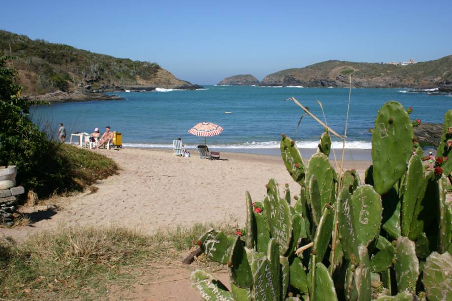 A Praia do Forno tem uma estrutura de barracas razoável mas está bem preservada, o mar é um bom spot