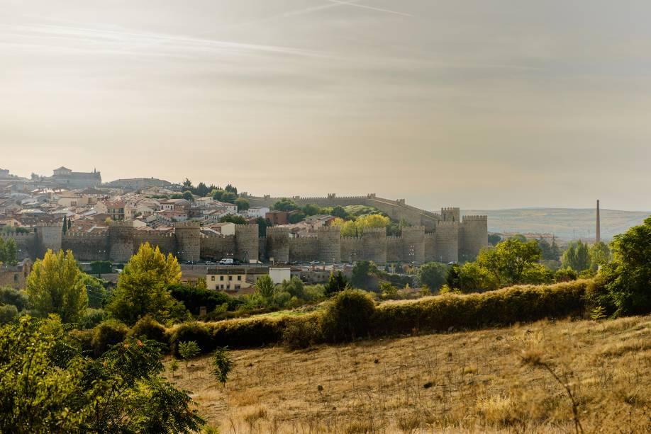 Ávila é cercada por uma impressionante parede de pedra construída entre os séculos 11 e 12 e o século 11