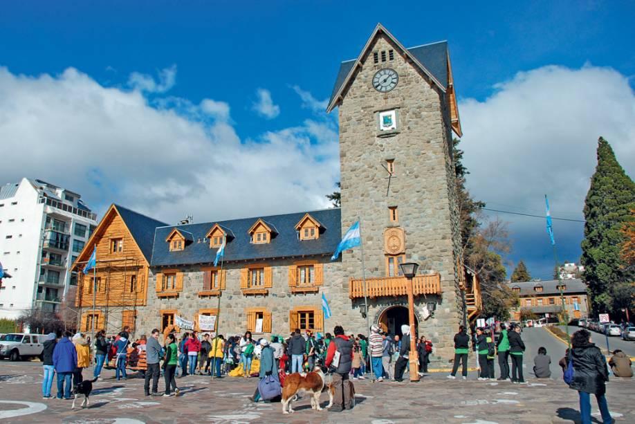O Centro Cívico é um ponto zero informal em Bariloche que serve como ponto de partida para visitas à região.  Suas características arquitetônicas são semelhantes aos elementos vistos nas regiões montanhosas da Europa