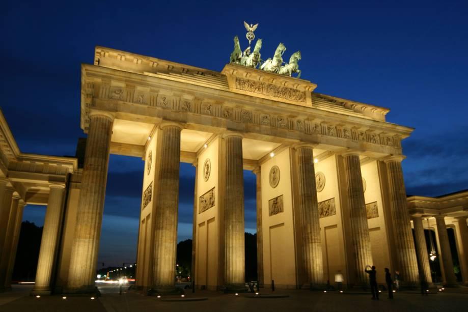 O Portão de Brandemburgo, o ícone mais poderoso da Alemanha unida, foi erguido em 1791 para comemorar as vitórias da Guerra da Prússia