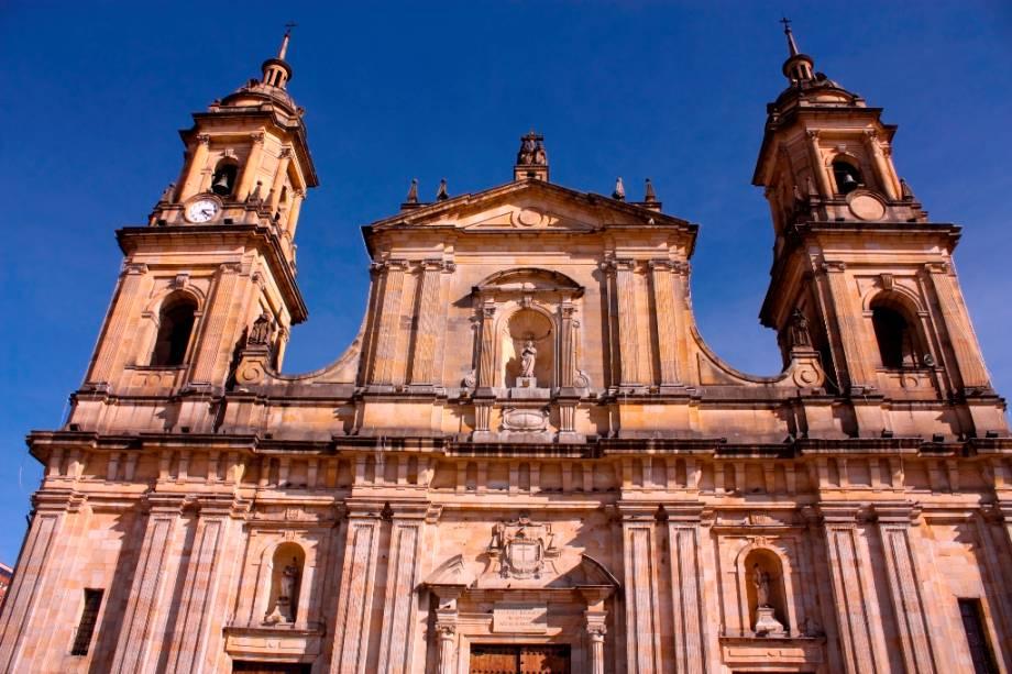 A Catedral de Bogotá está localizada na região de La Candelaria.  O local é um dos passeios ideais para o turista que não abre mão dos roteiros urbanos, mas sim de uma orientação histórica.