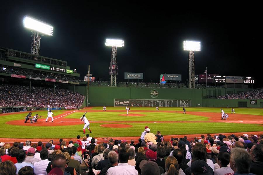 """O famoso estádio""""http://viajeaqui.abril.com.br/estabelecimentos/estados-unidos-boston-atracao-fenway-park"""" rel =""""Fenway Park"""" Objetivo =""""_vazio""""><noscript><img data- src="""