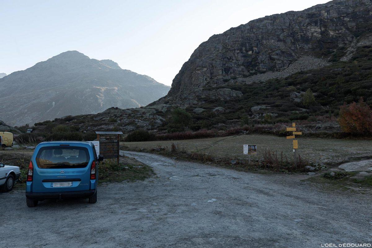 Estacionamento em Pont Saint-Clair, L'Écot: início da caminhada até o Cirque des Évettes - Alpes Grées, Haute-Maurienne, Savoie Alps