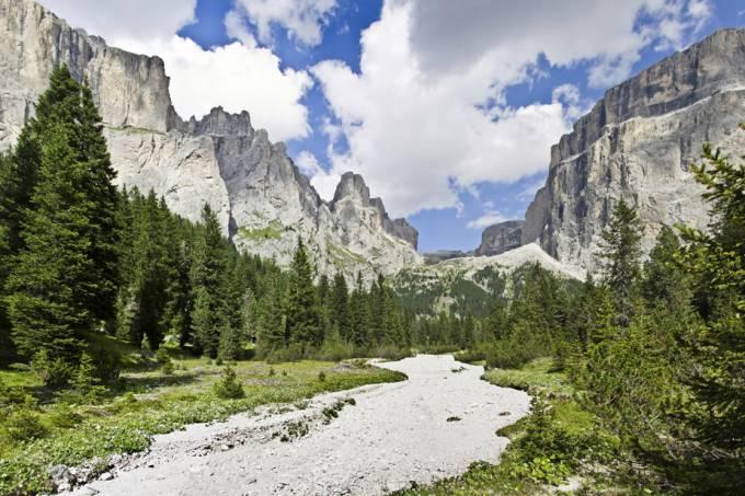 Dolomitas em Canazei, Itália