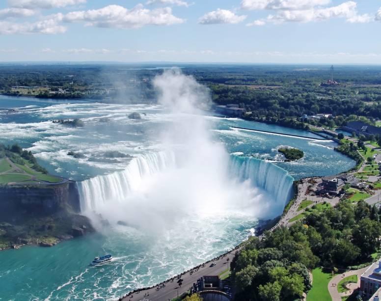 Toronto fica a menos de duas horas de carro das famosas Cataratas do Niágara