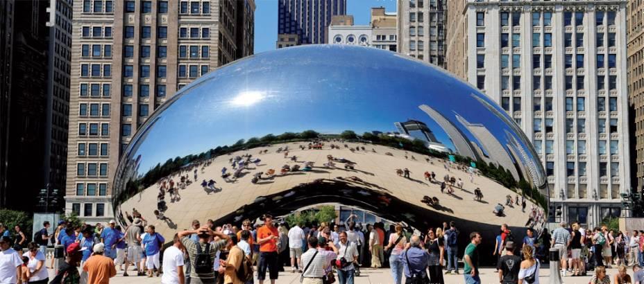 """Paisagem distorcida.  Metal <em>Gate Cloud Fusion</em> , Escultura do índio Anish Kapoor, cartão postal de Chicago"""" class=""""lazyload"""" data-pin-nopin=""""true""""/></div> <p class="""