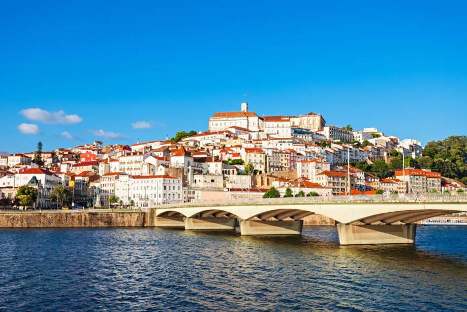 """Visão geral""""http://viajeaqui.abril.com.br/cidades/portugal-coimbra/"""" rel =""""Coimbra""""> Coimbra, em""""http://viajeaqui.abril.com.br/paises/portugal"""" rel =""""Portugal""""> Portugal – uma cidade histórica que conserva um aspecto jovial graças à sua importante universidade"""" class=""""lazyload"""" data-pin-nopin=""""true""""/></div> <p class="""