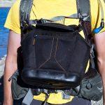 Revisão da mochila Osprey Atmos AG 65: bolsa para câmera presa às alças