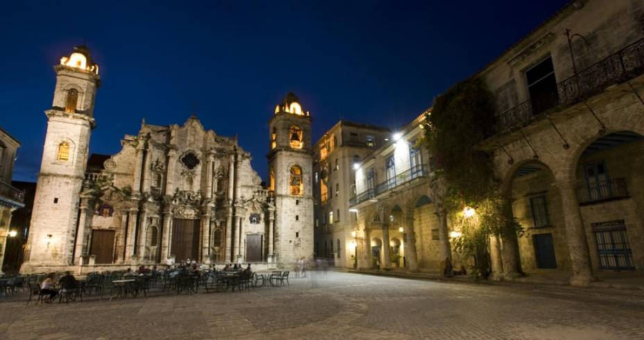 A Catedral de San Cristóbal é o principal templo católico de Havana e está rodeada por edifícios dos séculos XVIII e XIX