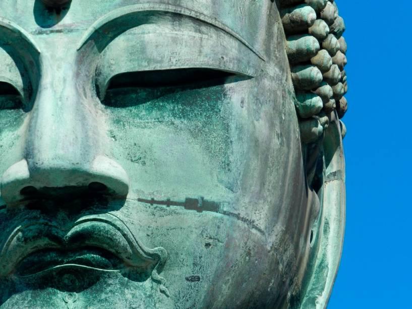 O Grande Buda de Kamakura possui elementos estéticos que sugerem influências helenísticas e indianas
