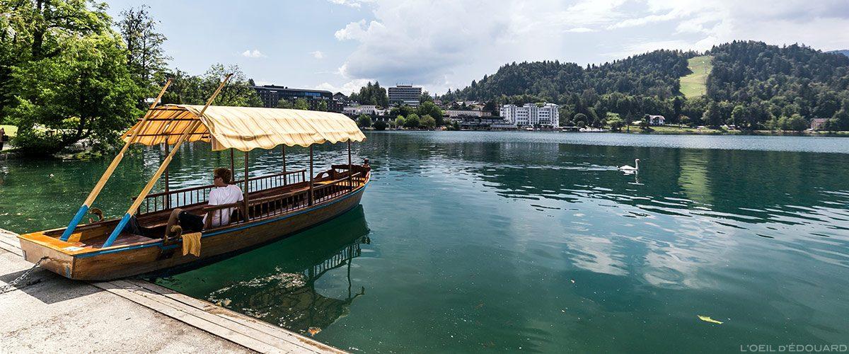 Casca de Pletna nas pranchas do Lago Bled, Eslovênia - Lago Pletna Bled, Eslovênia Eslovênia