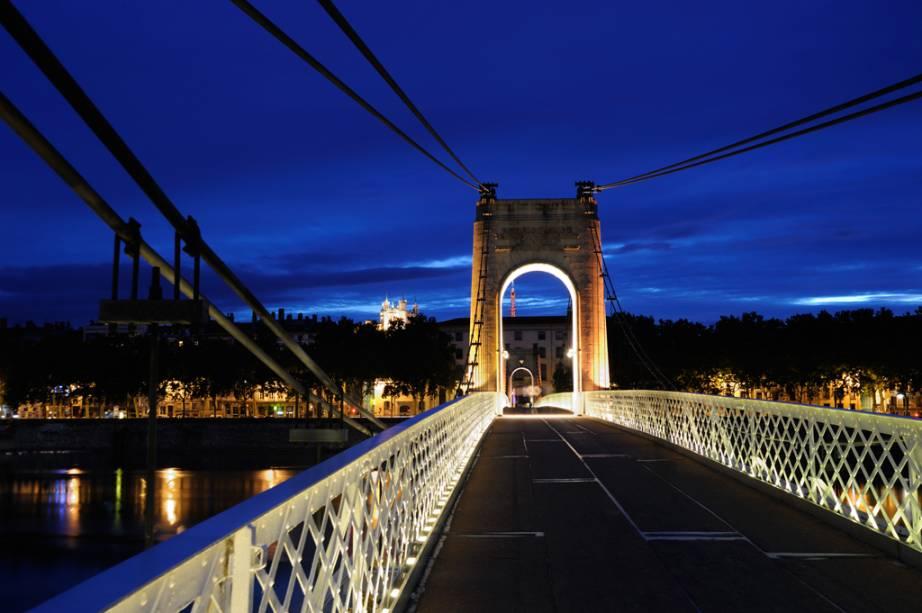 Pont de Lyon com iluminação noturna