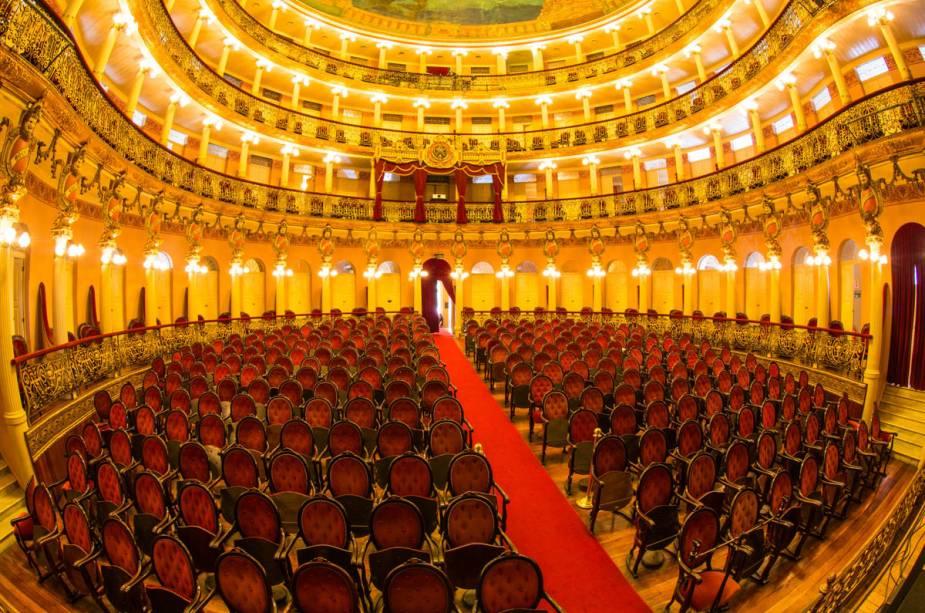 """Vista das cadeiras e estandes da bela""""http://viajeaqui.abril.com.br/estabelecimentos/br-am-manaus-atracao-teatro-amazonas"""" rel =""""Teatro Amazonas"""" Meta =""""_vazio""""><noscript><img data- src="""
