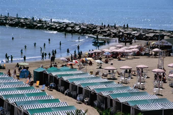 Mar del Plata é o principal balneário da Argentina.  As praias mais movimentadas estão localizadas no sul e no centro da cidade