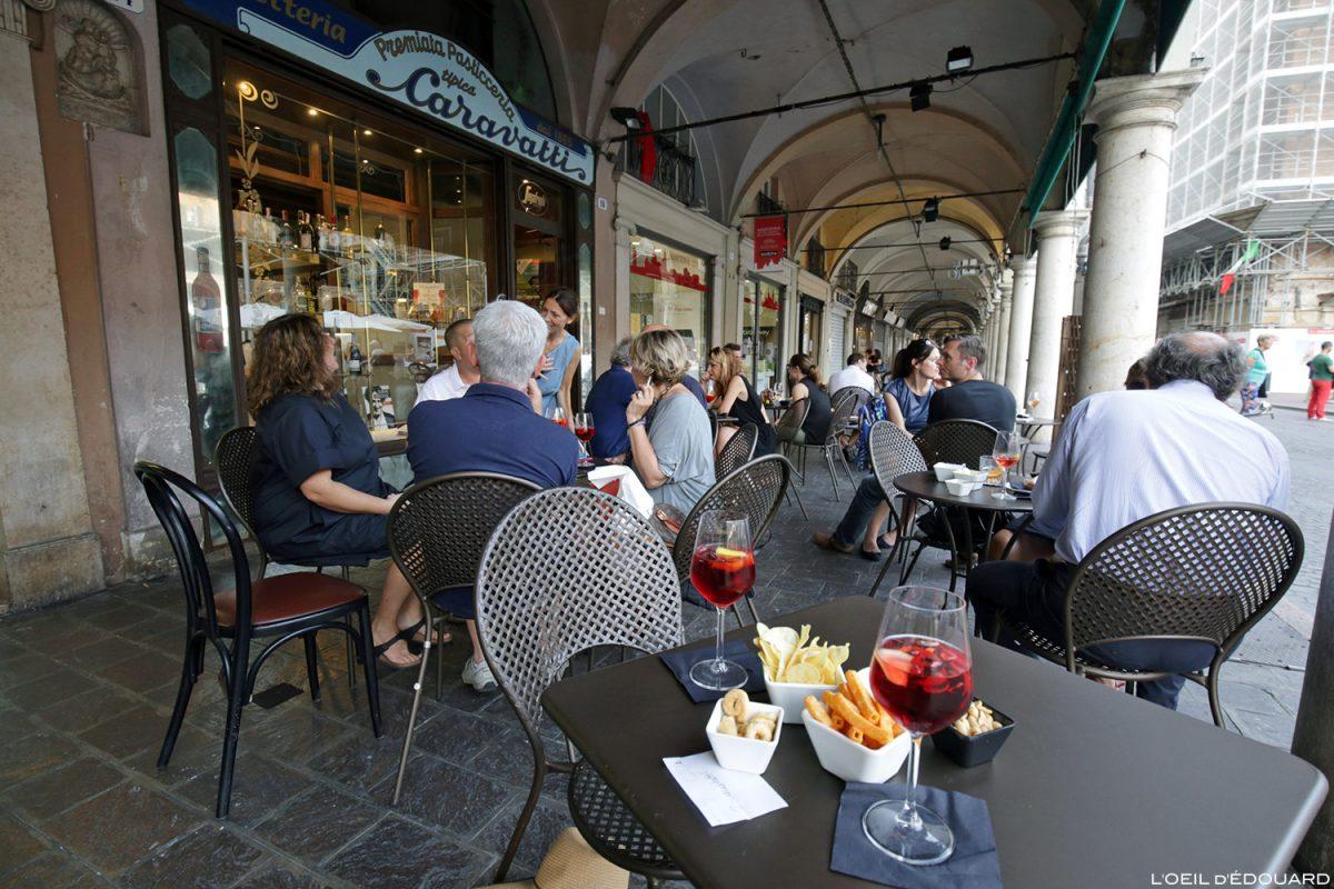 Aperitivo Bar Caravatti, Mântua Itália / Terraço Piazza delle Erbe Mântua Itália Itália