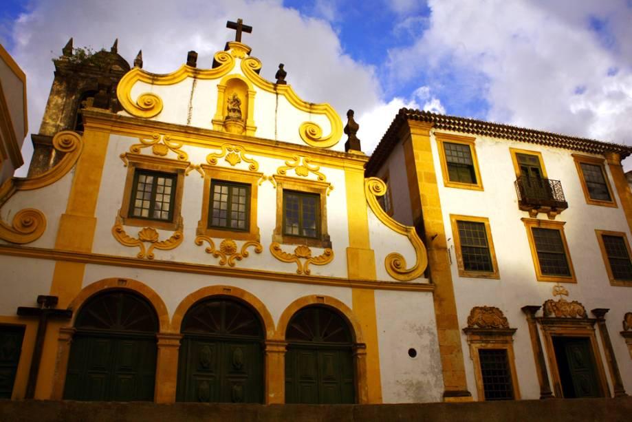 O Mosteiro de São Francisco em Olinda (PE) foi o primeiro mosteiro franciscano do Brasil e abriga quatro capelas repletas de azulejos portugueses e detalhes barrocos