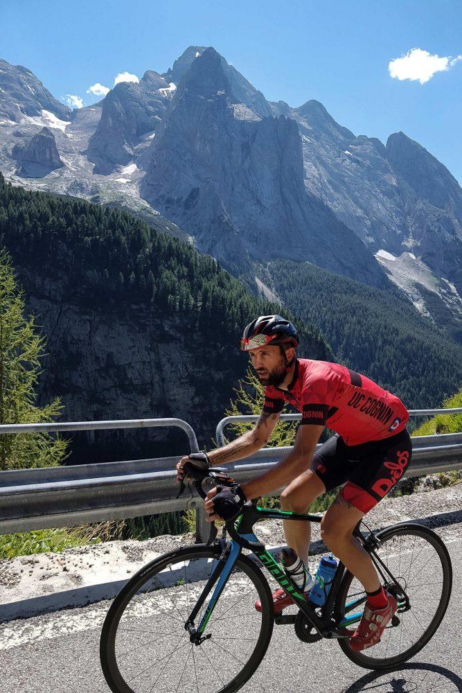 Marmolada Paisagem Montanha Dolomitas Alpes Ciclismo Bicicleta Col de Fedaia Itália Alpes Italianos Estrada Paisagem montanhosa Itália Radismo Ciclismo Passo Fedaia Dolomitas Itália