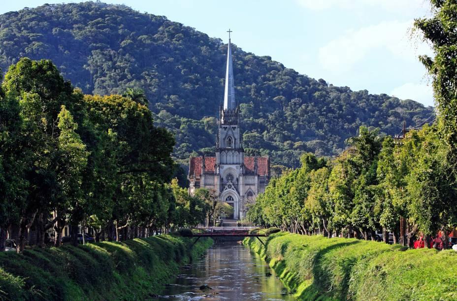 O Mausoléu Imperial está localizado na Catedral de São Pedro de Alcântara em Petrópolis: representam esculturas em tamanho natural nas lápides de Dom Pedro II, Dona Teresa Cristina, Conde d'Eu e Princesa Isabel