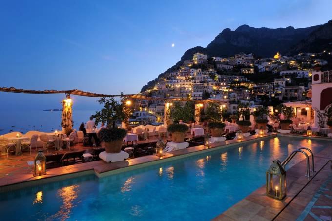 Pisicina e bar de hotel Le Sirenuse, Positano, Costa Amalfitana, Itália
