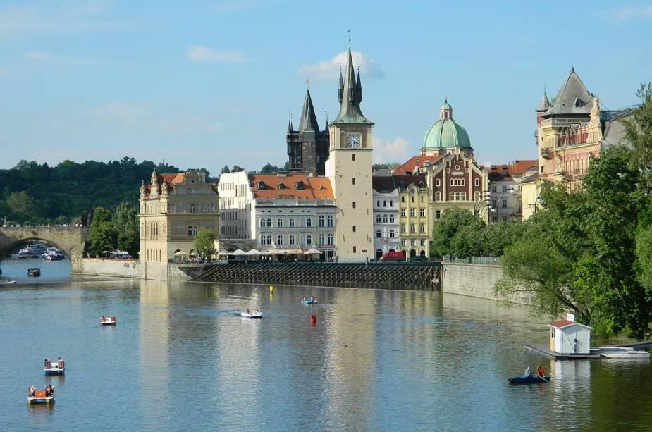 A arquitetura de Praga mistura gótico e renascentista em seus edifícios