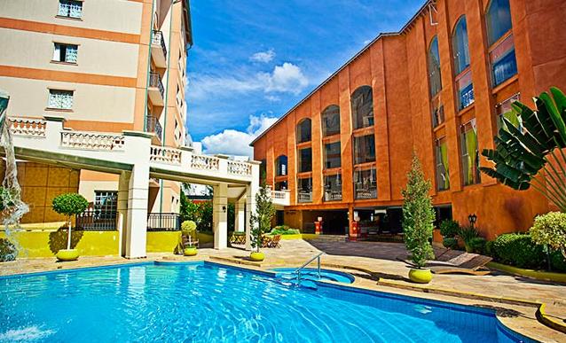 O Suítes Garden está localizado a 800 metros do completexo do Rio Quente Resorts e é decorado com motivos italianos.